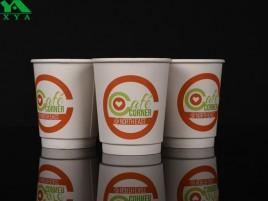 двойные чашки стены бумаги, изолированные бумажные стаканчики, чашки кофе, обычай чашки бумага, крафт-кофейные чашки